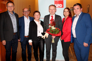 Freuen sich gemeinsam: v.links nach rechts: Ralf Diepholtz, Egon Friedel, Rita Rösch, Thorsten Raschert, Lara Albert und René van Eckert